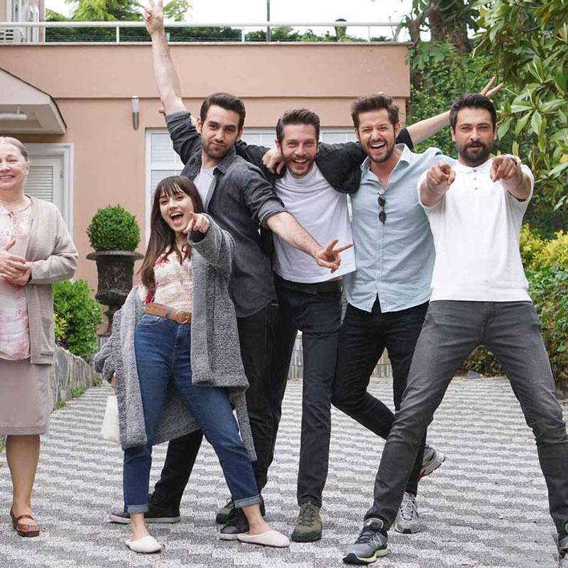 دانلود رایگان سریال سیب ممنوعه با دوبله فارسی بهمراه بیوگرافی و تصاویر بازیگران وایرال وان